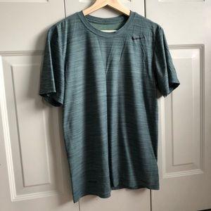 Like new Nike breathe t shirt